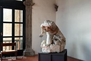 Скульптура в музее Castel Nuovo