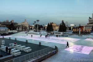 Каток на ВДНХ в Москве