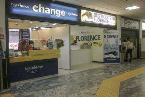 Билетные кассы в аэропорту Пизы