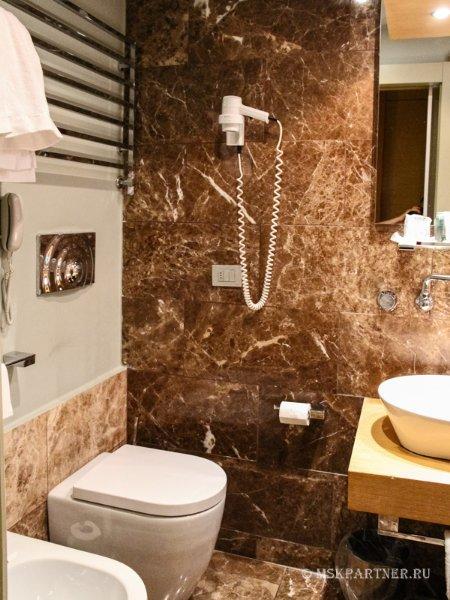 Душевая комната в отеле Неаполя Una