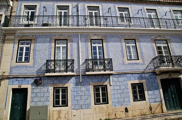 tiled buildings, Lisbon, Portugal:  Pic: Keratin Rodgers/msmarmitelover