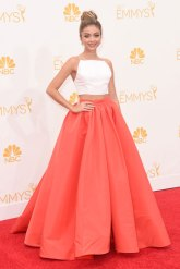Sarah Hyland in Christian Siriano // Image via Refinery29 courtesy of Getty Images