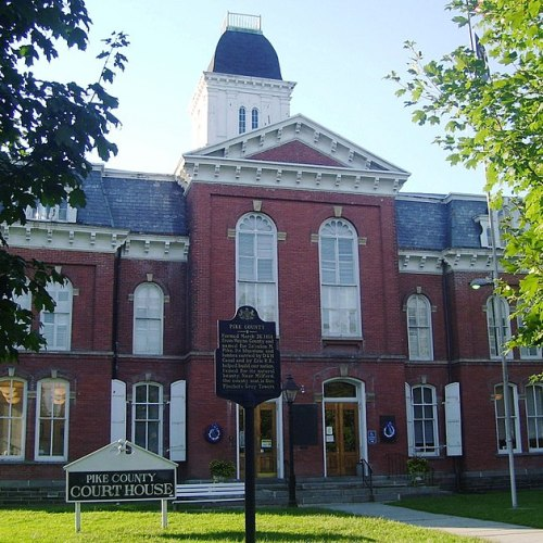 800px-pike_county_courthouse_milford_pa