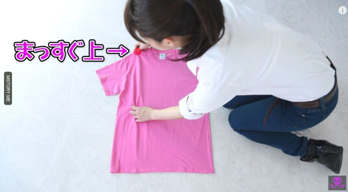 how to fold a t shirt 02