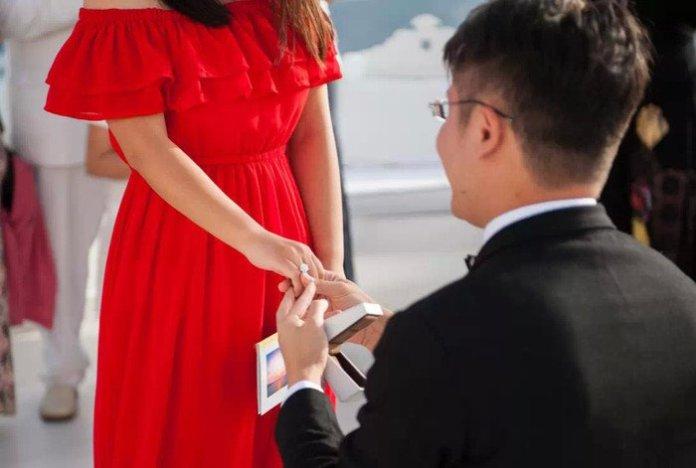 有錢總裁求婚前,找了三個帥哥示愛未婚妻,結果太意外了! 這就是真愛!!