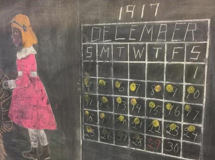 美國中學一間教室100年沒擦過的黑板上藏著神秘「乘法表」竟無人能解…知道事實的真相後太讓人驚訝了!