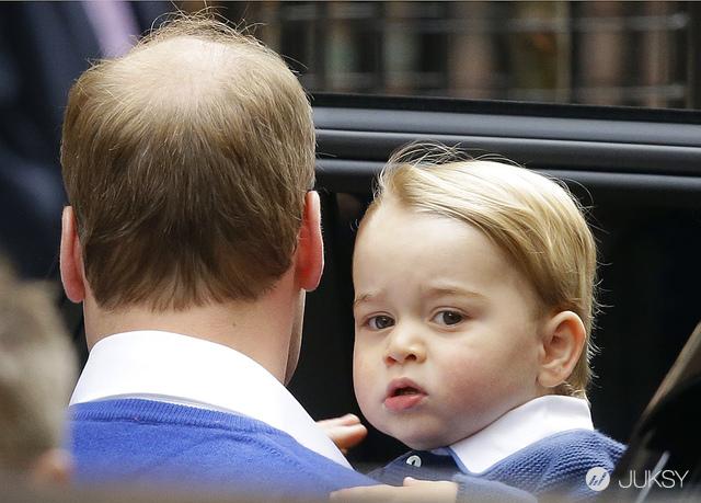 喬治小王子才剛 2 歲 但後退的髮線已經有點像他老爸了...