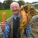 人類已經無法阻止這位英國巨型蔬菜爺爺了!
