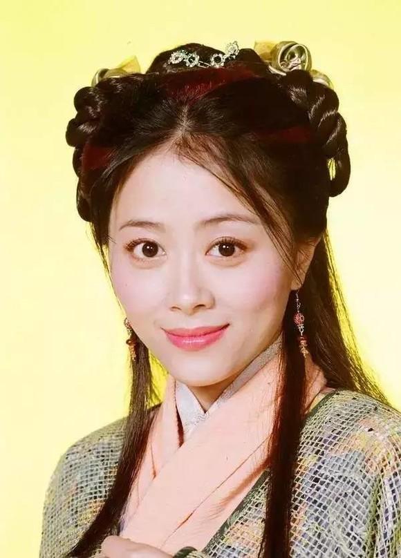 她是TVB最美绿叶,却因外貌美艳始终演不到主角最终隐退转行!