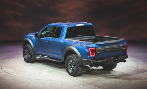 2017-Ford-F-150-SVT-Raptor-109-876x535
