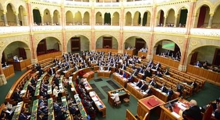 Botrány a parlamentben (1)