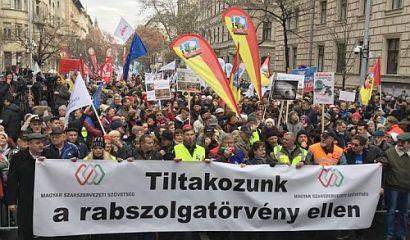 Tüntetés a rabszolgatörvény ellen