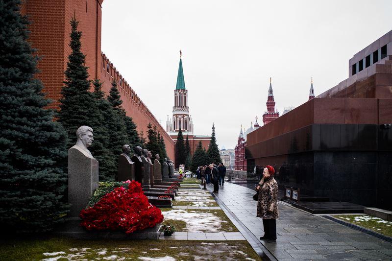 Как можно такое вытворять на могиле Сталина?