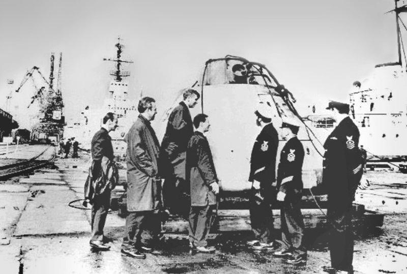 Передача капсулы Apollo в порту Мурманска американским морякам 70-е, СССР, Союз-Апполон