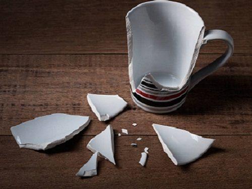 Почему в доме часто ломаются и теряются вещи: приметы. К чему это происходит?