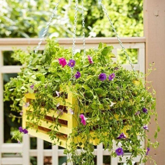 Кашпо для цветов из деревянного ящика