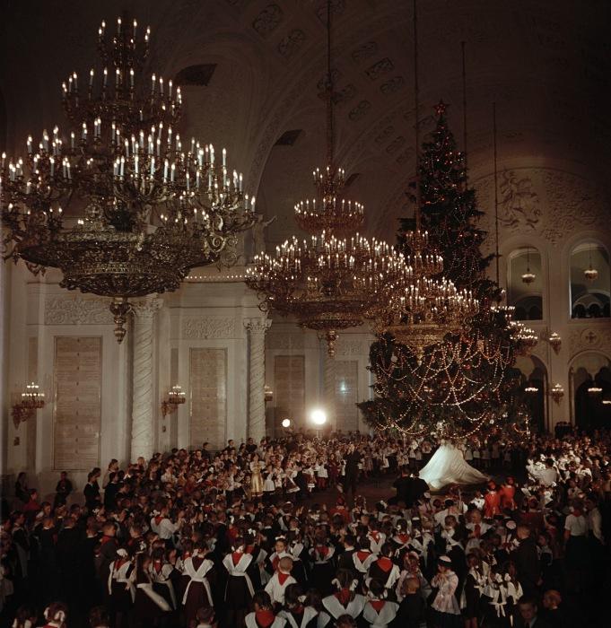 Елка в Кремле во время празднование Нового года. Москва, 1950-е годы. Фото: Semyon Osipovich Friedland.