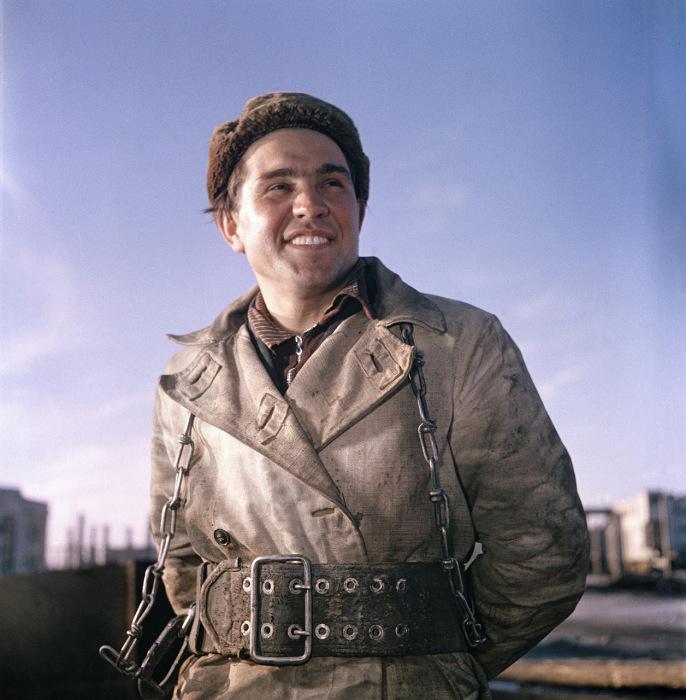 Работник в казанском порту. Казань, 1950-е годы. Фото: Semyon Osipovich Friedland.