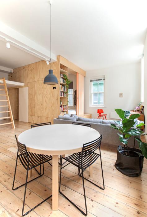 Зона гостиной-столовой в обновленной квартире.   Фото: roomble.com.