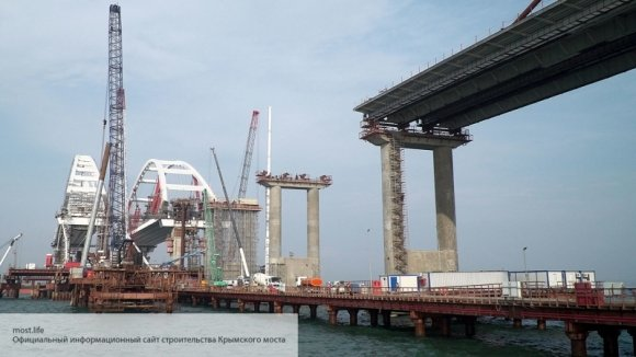 Переобулись на ходу: считавшие невозможным возведение моста в Керчи эксперты резко поменяли свое мнение