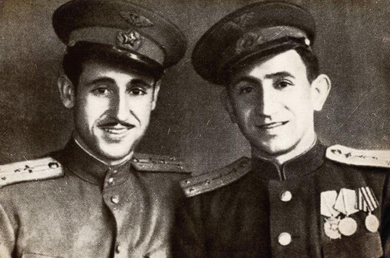 Антонио Гарсия Кано ( слева на фото ). вов, иностранцы в Красной Армии, победа