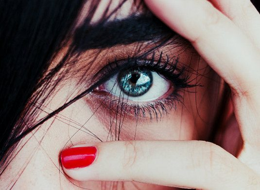 К чему дергается глаз: приметы. Правый или левый