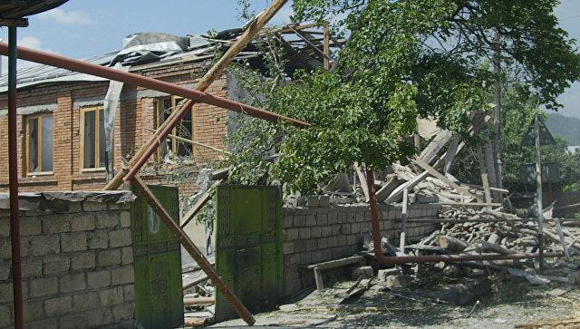 Разрушения в городе Цхинвал после нападения грузинских войск. 11 августа 2008 года