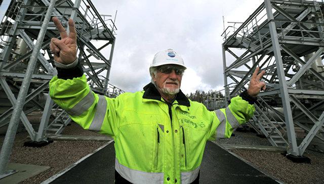 Рабочий на территории компрессорной станции Портовая, где была запущена в эксплуатацию вторая ветка магистрального газопровода Северный поток. Архивное фото