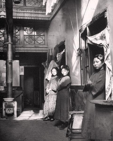 Февраль 1946 года, Шэньян, интерьер борделя бордели, жрицы любви, китай, продажная любовь, проституция