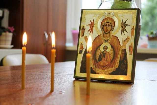Очищение дома свечой...