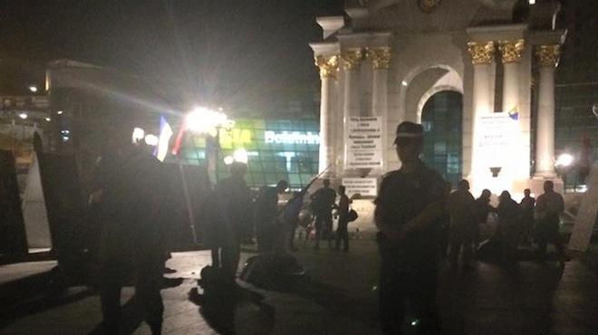 """Майдан в Киеве разогнали """"неизвестные"""" : подробности ночной схватки"""