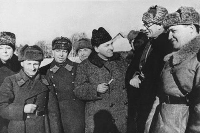 Награждение генерала Власова в 1942 году.