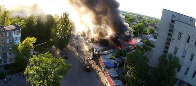 Геноцид: кратели хунты снова обстреливают жилые дома  и рынки в  Донецке
