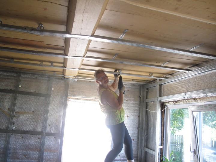 теперь думаю гипсокартон на потолок в деревенском доме фото создании установке чувствуется