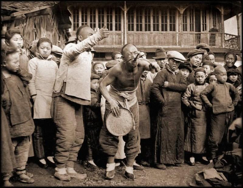 Глотатель мечей. исторические фото, история, китай