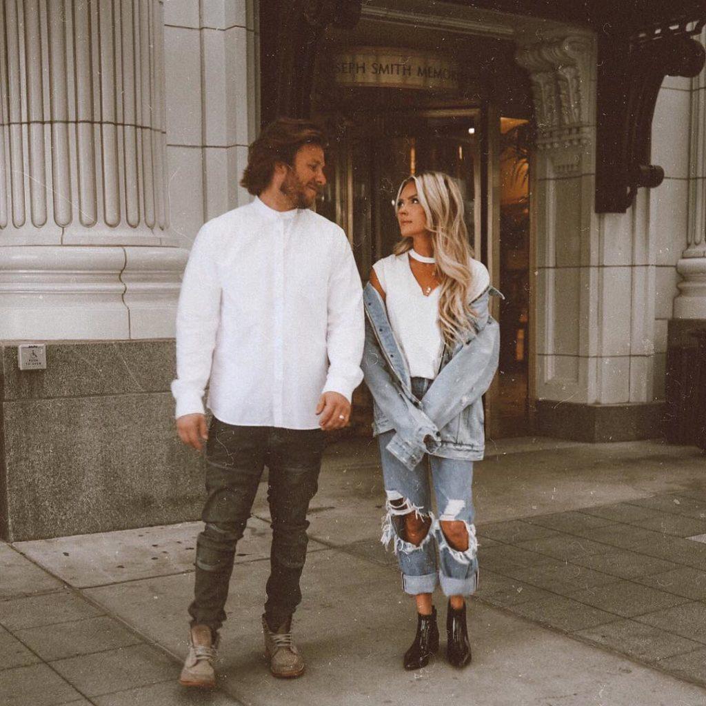 Мужчина все еще любит свою бывшую: как женщине это понять? По каким признакам определить?
