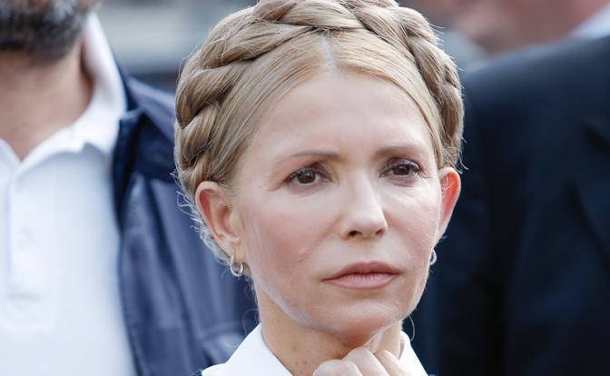 Женщина с косой — Кремлю: Верните Крым, а то сбросим ядерную бомбу