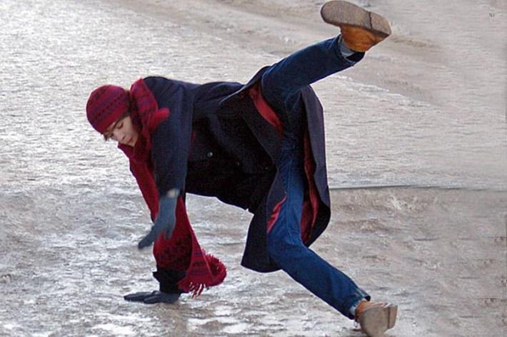 Сколько держать холод при ушибе ноги
