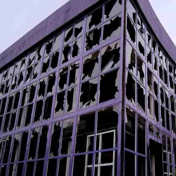 Теория разбитых окон. Что это и как это работает?