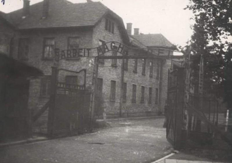 Бордель Аушвица располагался в блоке №24 - в этом доме справа от ворот.