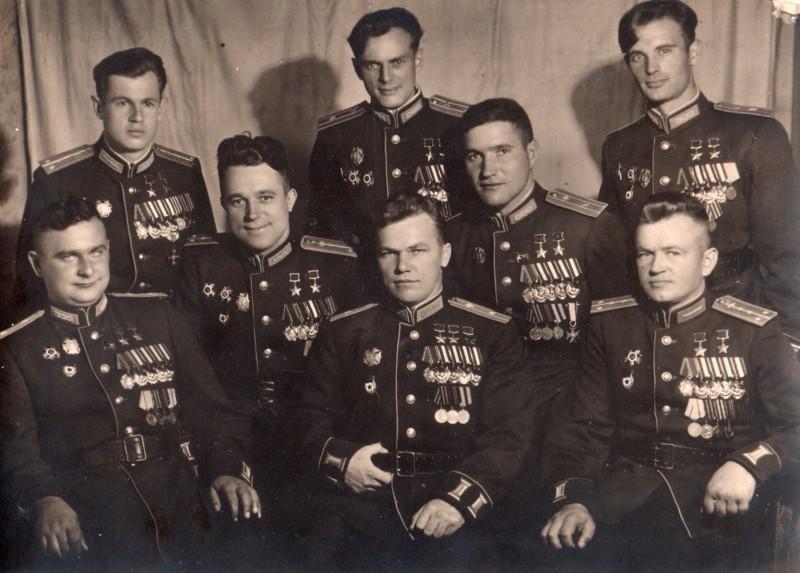 На фото 8 человек, которые уничтожили 20 полных эскадрилий Люфтваффе Германии война, история, факты