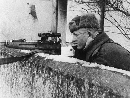 Невозможный выстрел: как снайпер Лазутин трех фашистов одним выстрелом убил