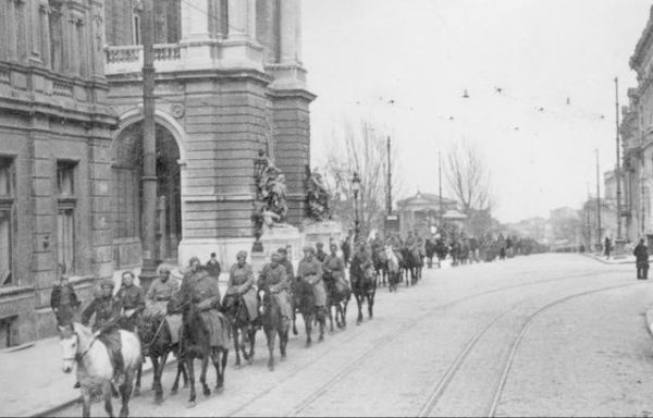 Советская кавалерия на монгольских лошадях в Берлине