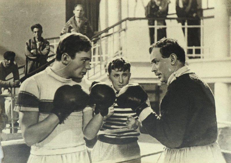 8. «Первая перчатка» (1947). Фильмы про советский спорт и спортсменах СССР. Лучшие из них