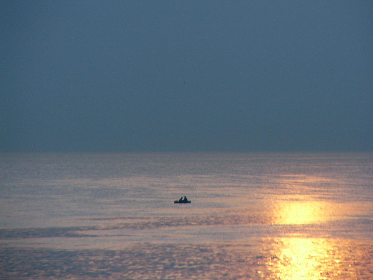 «Остаться одному в океане». Самые страшные смерти людей за всю историю