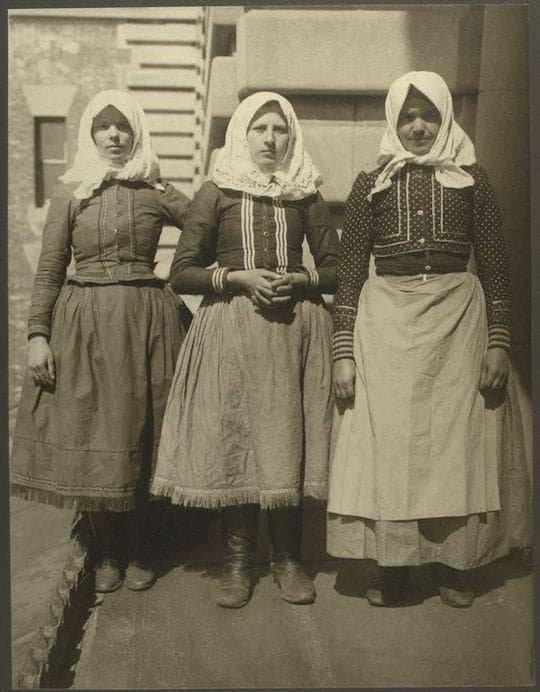 И дамы из Румынии америка, иммигранты, исторические фото, история, остров Эллис, факты