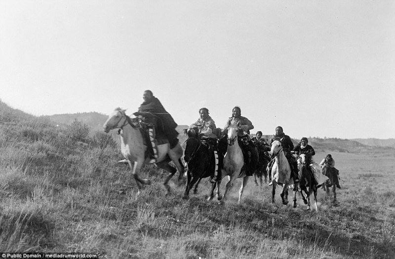 Известно, что шайенны были кочевниками Великих равнин - предгорного плато в США и Канаде, где расположены штаты Нью-Мексико, Техас, Оклахома, Колорадо, Канзас, Небраска, Вайоминг, Монтана, Северная и Южная Дакота. аборигены, индейцы, исторические кадры, история, племена, редкие фото, сша, фото