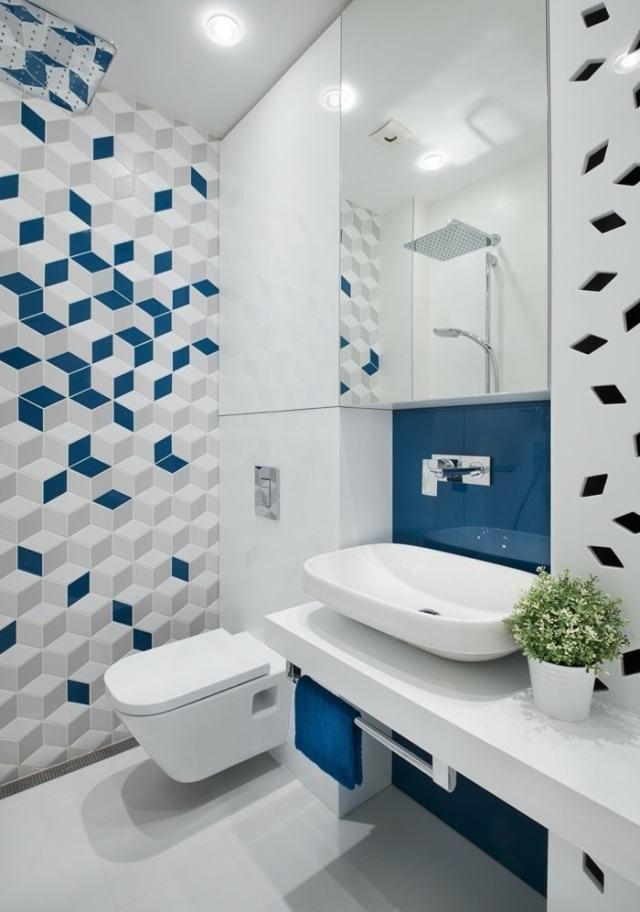 Даже небольшое присутствие синих оттенков в ванной придаст интерьеру динамичности