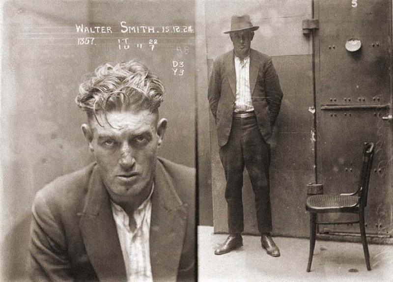 Вальтер Смит — бандит, гроза улиц, Австралия, 1924 год. Не любил оружие, убивал людей голыми руками, аккуратно сворачивая им головы. В пометке уголовного дела сказано: «Очень опасен, имеются ярко выраженные садистские наклонности, может кусаться, чу история, события, фото