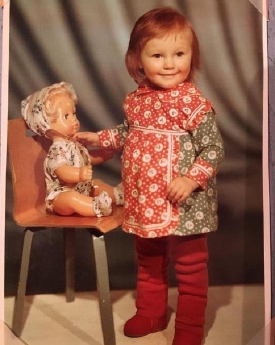 Удивительно, но такие детские портретные пленочные снимки, сделанные в советских фотоателье, были очень популярны.